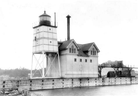 Holland Harbor Lighthouse, Michigan at Lighthousefriends