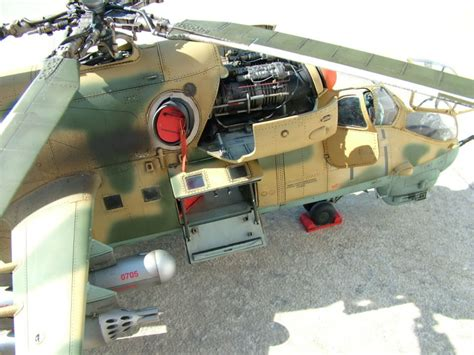 Trumpeter 1/35 Mi-24 Hind   Large Scale Planes